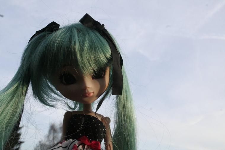 Tina avec une wig bleue