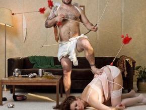 """"""" Dans la plupart des amours,il y en a qui joue et l'autre qui est joué ; Cupidon est avant tout un petit régisseur de théâtre"""" Niezsche"""