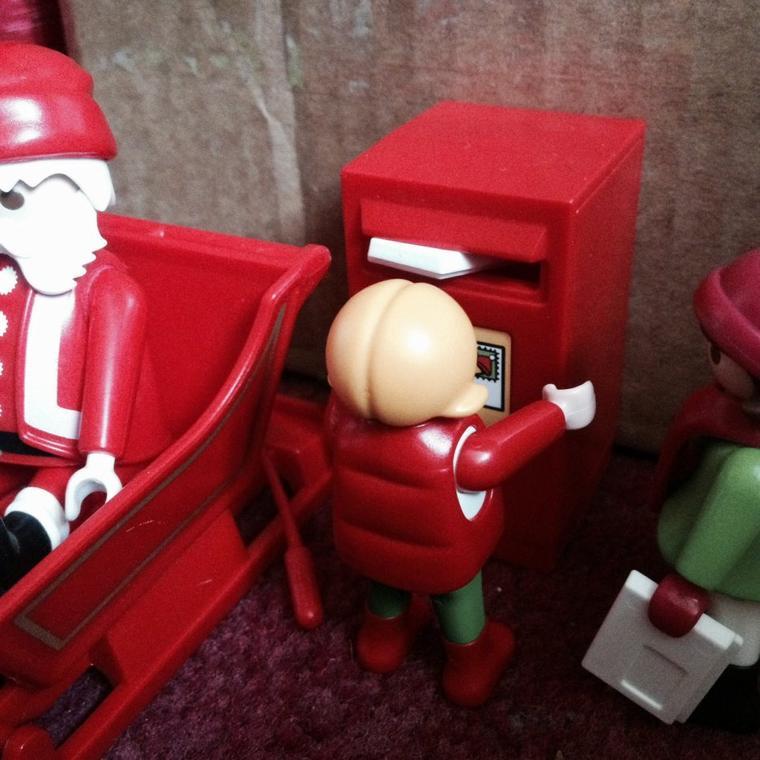 On va poster la lettre pour le Père Noël !