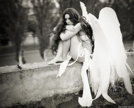 La mélancolie, c'est le sentiment d'avoir perdu et c'est la peur de perdre. C'est être en deuil de tout, tout le temps même au moment où les choses arrivent, si bien qu'on ne peut pas les vivre.