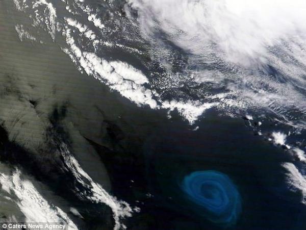 Ouragan sous-marin de plus de 100 km de diamètre