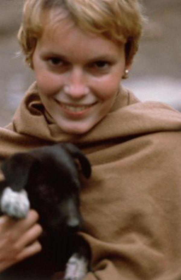 1968 : Mia part en Inde avec sa soeur dans un ashram, le coeur brisé