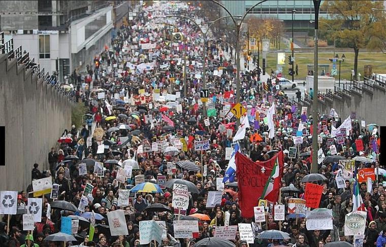10 novembre 2011 Manifestation monstre 10mille étudiants sur les Rues de Montréal