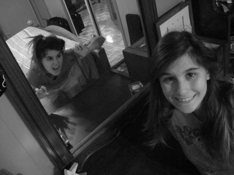 Les Miroirs sont ils des reflex de nous, mais en démon? : photo par moi (omg)
