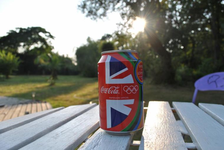 Ouvres un coca cola, ouvres du bonheur..