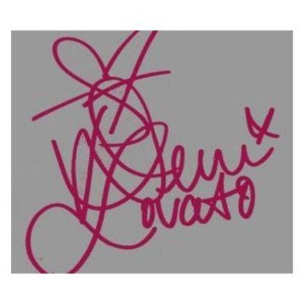 ma signature avant de devenir une star :x  elle crain un peut - et après etre une star :