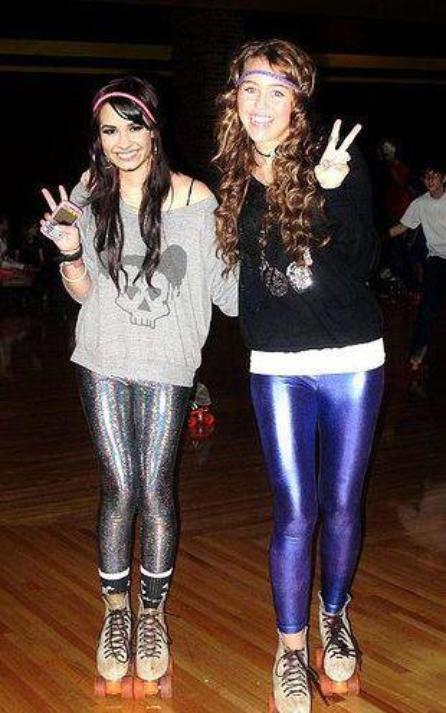 moi et lily a la fin on a passé une soirée a son club de danse (j'ai dansé avec elle) :p