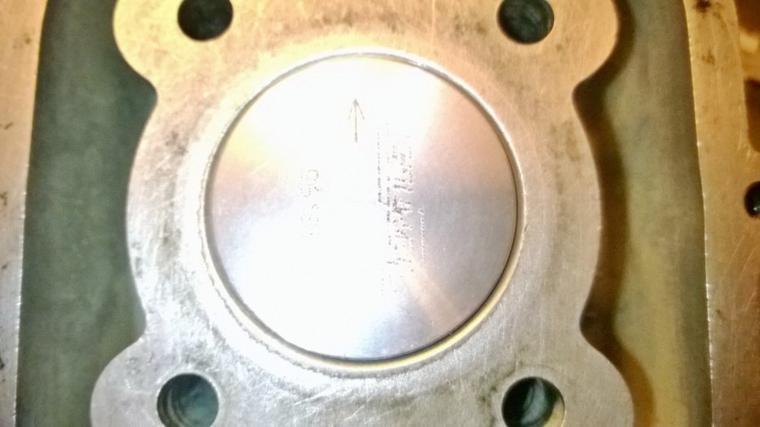 Un défaut de centrage de cylindre ou de planéité entre base cylindre et plan de joint cualsse..