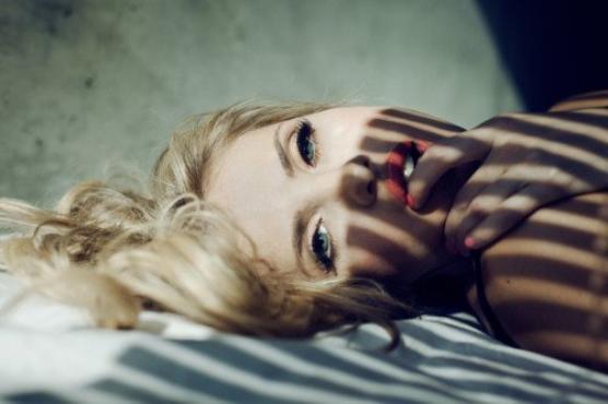 «Rien que d'y penser, j'ai le coeur au bord des lèvres et l'envie de pleurer de plus belle.» [ Justine Lévy ]
