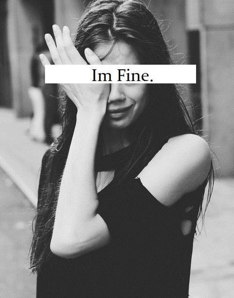 C'est tellement simple de cacher ses tristesse par un sourire, que tout le monde peut croire que ça va alors qu'en faites tout va mal…