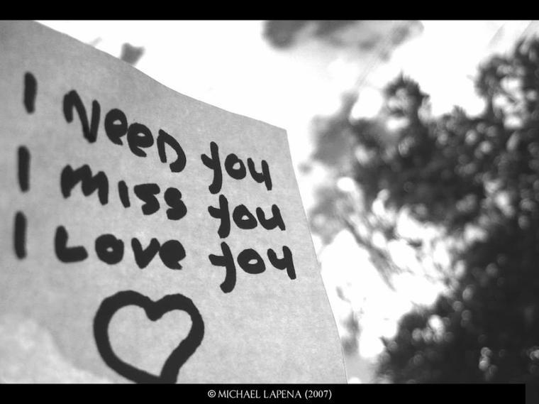 """""""Si vous aimez quelqu'un, dites lui car beaucoup de coeurs sont brisés par des mots jamais prononcés..."""""""