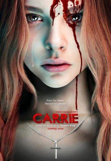 Chloe moretz dans le remake du film Carrie 1976