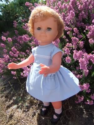 Sur ses jolis dessous, Françoise a passé sa petite robe d'été!
