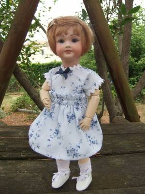 Une nouvelle robe et un nouveau jupon pour Bleuette!