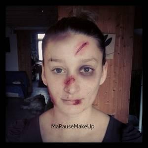 # Maquillage blessures visage sur modèle
