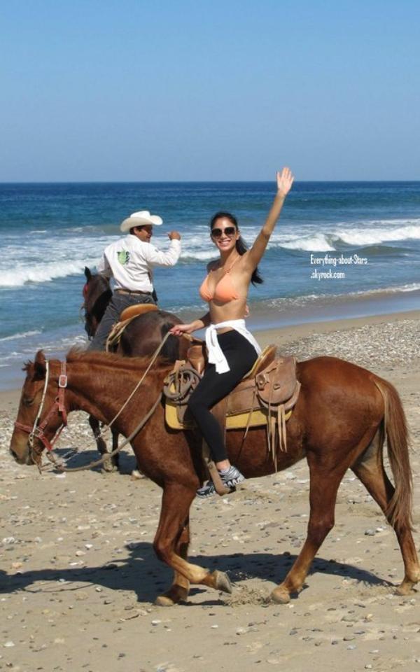 Candid: Nicole Scherzinger en vacances au Mexique    le 12 Janvier 2012