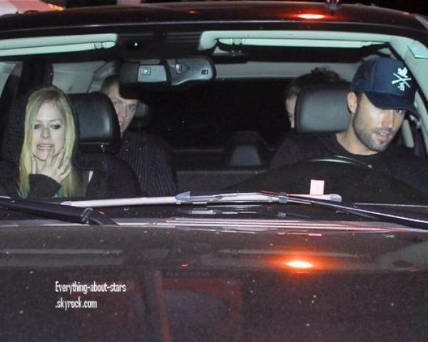 Candid:  Brody et Avril ont été repérés à la sortie d'un restaurant à Los Angeles    le 30 Janvier 2012