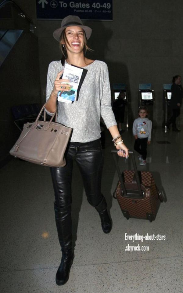 Candid: Alessandra à rejoint fiancé Jamie Mazur et sa fille Anja pour un départ à l'aéroport de LAX à Los Angeles  le 4 Février 2012