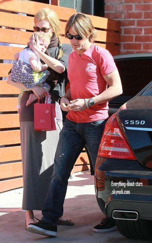 Candid: Nicole, Keith et leur fille aperçue à Hollywood   le 6 Février 2012