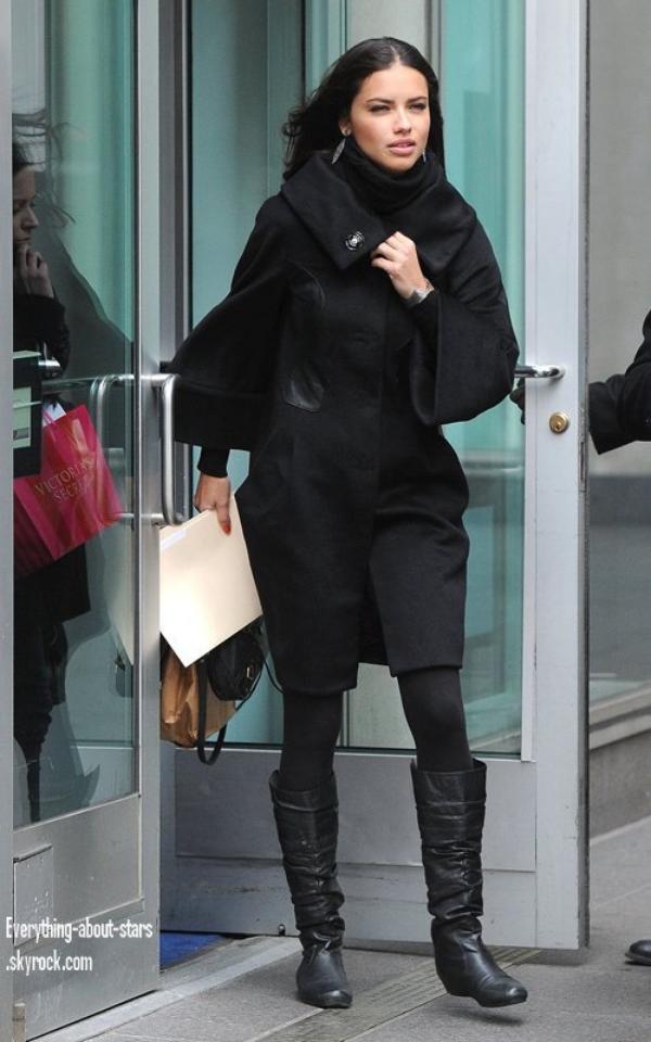 """Candid: Adriana et Lindsay aperçue pour une apparition sur """"Fox and Friends"""" à New York   le 8 Février 2012"""