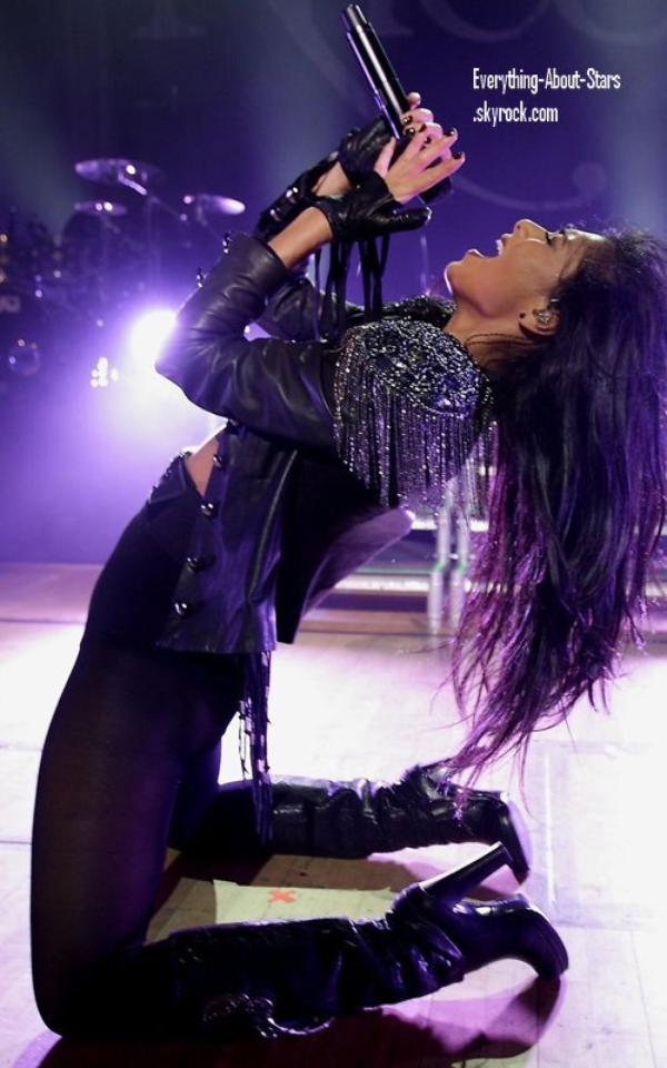 Candid: Nicole en plein concert au Waterfront Hall à Belfast, en Irlande   le 15 Février 2012