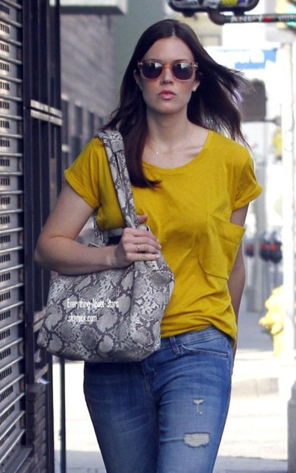 Candid: Mandy aperçue dans les rues de West Hollywood   le 14 Mars 2012