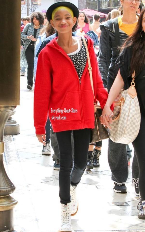 Candid: Willow aperçue dans les rues de Los Angeles  le 24 Mars 2012