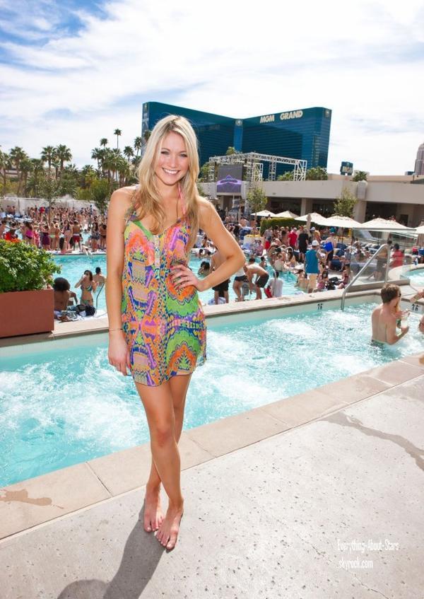 Candid: Katrina Bowden était au PURE Nightclub à Las Vegas   le 31 Mars 2012