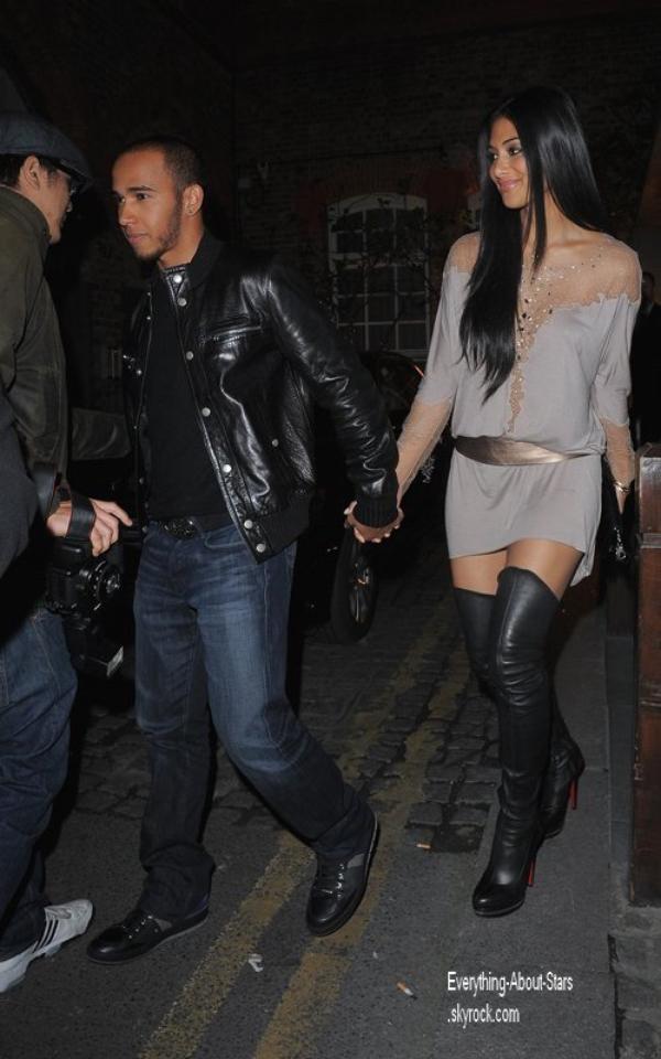 Candid: Nicole Scherzinger a été repéré marchant main dans la main avec son chéri Lewis Hamilton à Los Angeles  le 5 Avril 2012