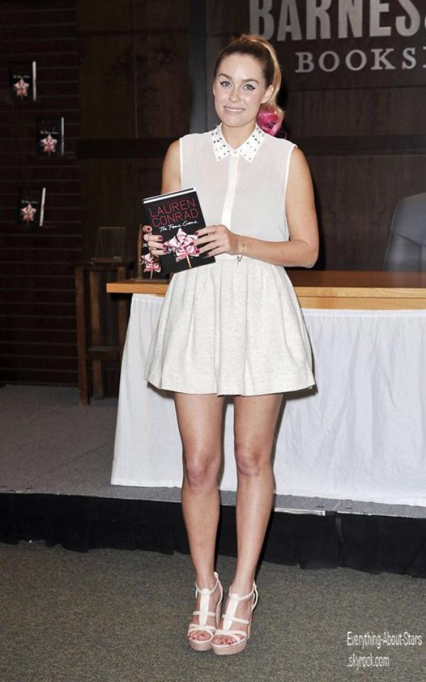 """Lauren Conrad s'est rendu a """"Barnes & Noble"""" à The Grove pour signer des exemplaires de son nouveau livre """"The Game Fame ' à Los Angeles   le 24 Avril 2012"""