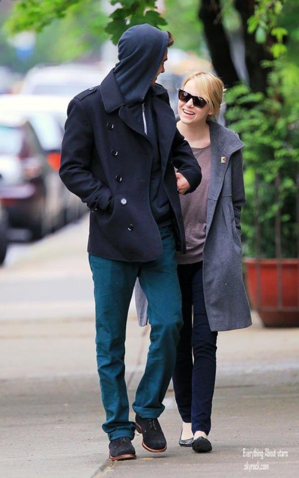 Andrew Garfield et Emma Stone ont été repérés en train de faire une balade en amoureux à New York     le 2 Mai 2012