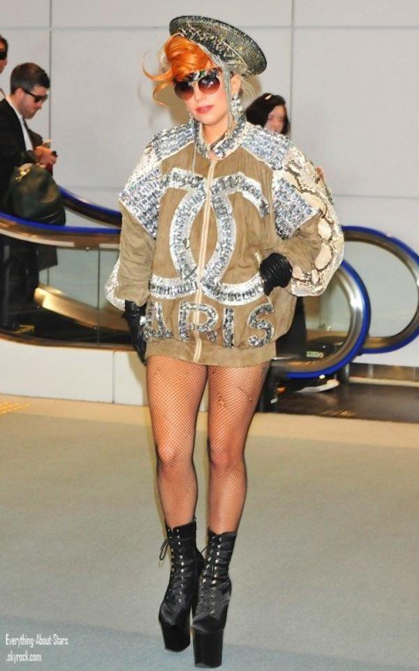Lady Gaga est arrivé à l'aéroport international Narita à Tokyo, au Japon   le 16 Mai 2012
