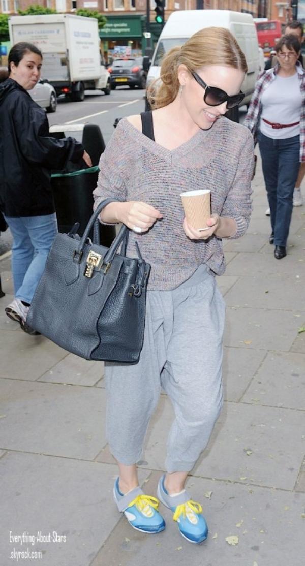 Kylie Minogue repérée se rendant dans un studio de danse à Londres   le 30 Mai 2012