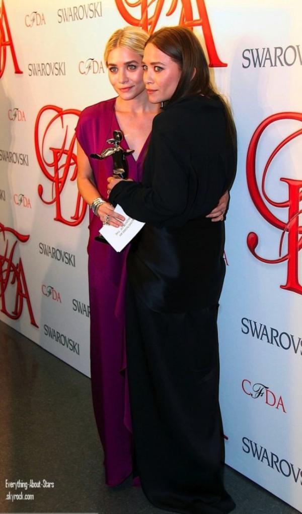 Mary Kate et Ashley Olsen se sont rendus à la cérémonie des CFDA à New York   le 4 Juin 2012