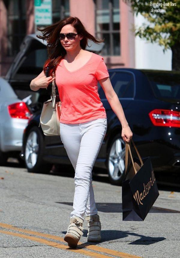 Rose McGowan repérée se rendant faire du shopping à Beverly Hills  le 17 Juin 2012