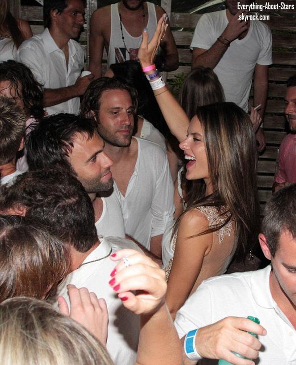 Alessandra Ambrosio et Jamie Mazur aperçu à une fête pour fêter le nouvel an     Le 31 Décembre 2012