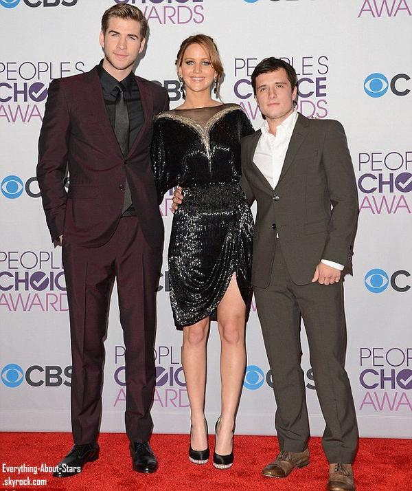 Jennifer Lawrence, Liam Hemsworth et Josh Hutcheron au People's Choice Awards 2012   Le 9 Janvier 2013