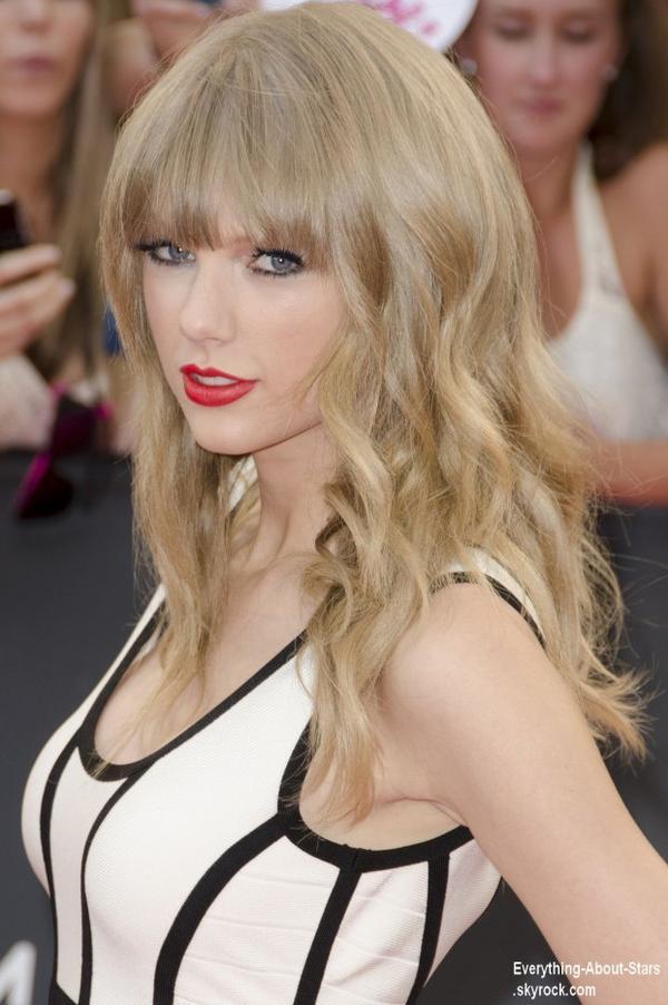 Taylor Swift sur le tapis rouge des 2013 MuchMusic Video Awards à Toronto  Le 17  juin  2013
