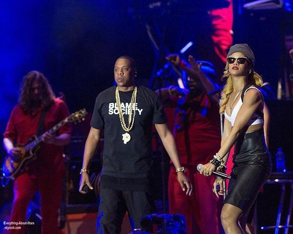 Rihanna sur la scène du Wireless Festival pour chanter Run This Town avec Jay-Z à Londres  Le 14 Juillet 2013