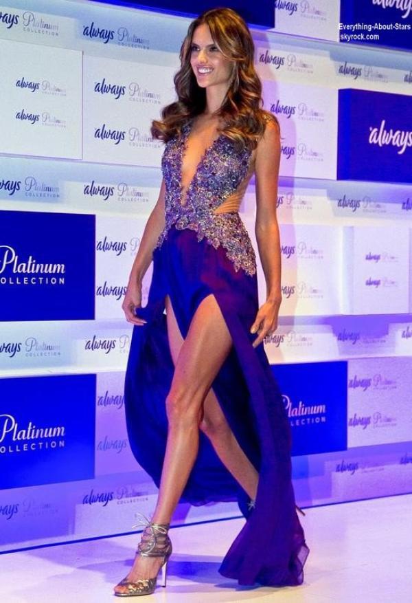 La sublime Alessandra Ambrosio, invitée au lancement d'Always Platinium à São Paulo  Le 17 Juillet 2013