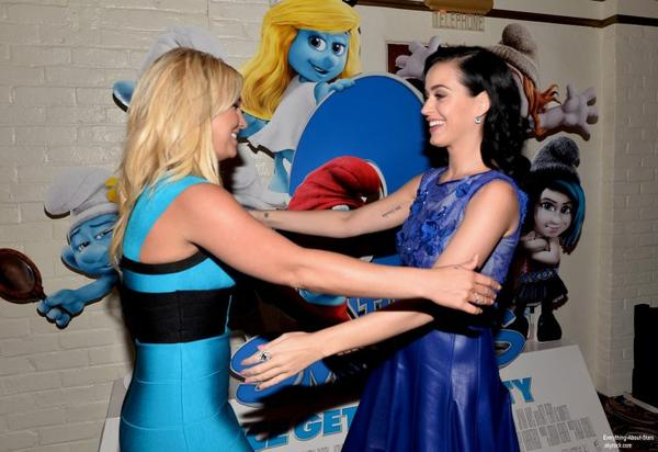 """Britney Spears et Katy Perry à la première du film """" Les Schtroumpfs 2"""" à Regency Village Theatre en Californie  Le 29 Juillet 2013"""