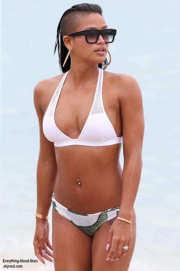 La sublime Cassie Ventura, repérée sur une plage à Miami  Le 30 Juillet 2013