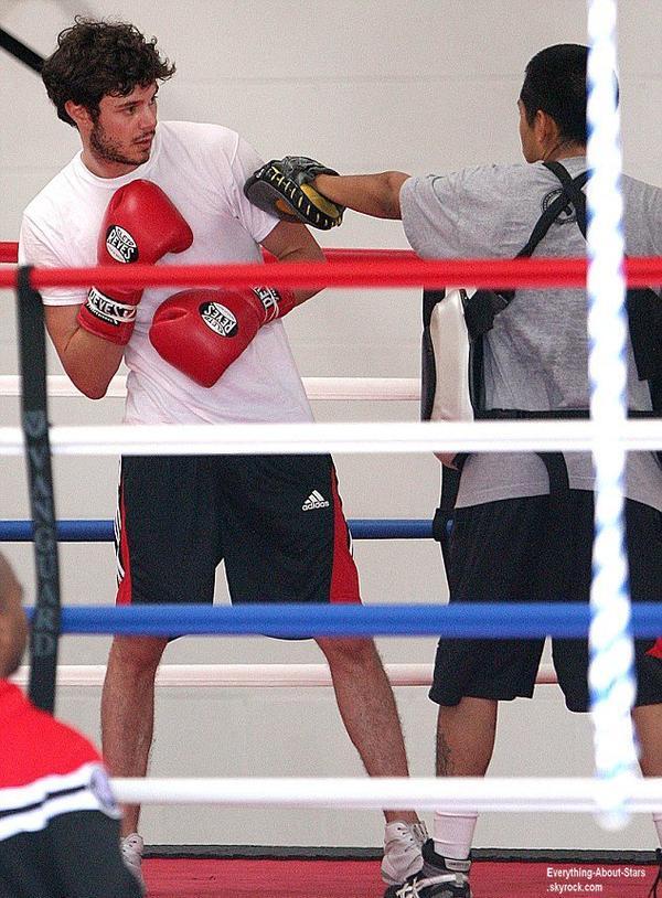 Adam Brody aperçue en plein entrainement de boxe au Venice Gym à Beverly Hills  Le 31 Juillet 2013