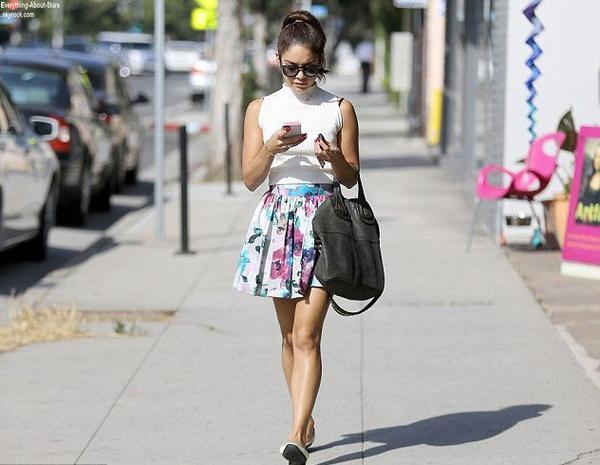 Vanessa Hudgens repérée se rendant à un rendez-vous à Santa Monica  Le 1 Août 2013