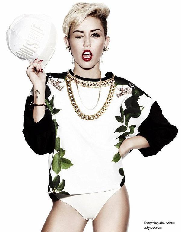 """Miley Cyrus pose pour le magazine """"Notion Magazine"""""""