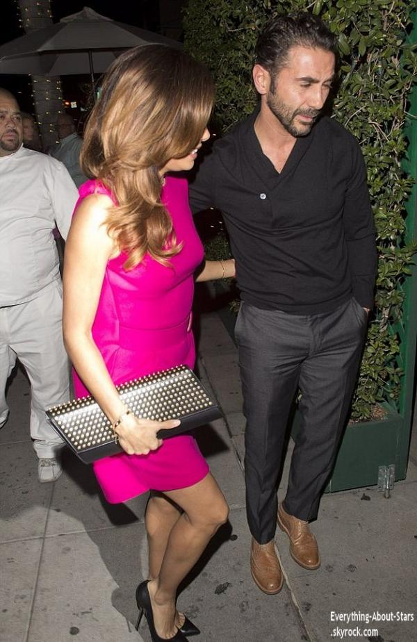 27/12/13:  Eva Longoria et son boyfriend José Antonio repérée se rendant au restaurant Mr Chow à Beverly Hills