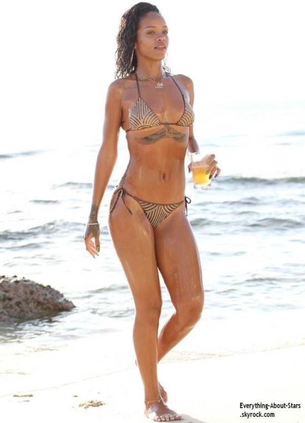 Découvrez les nouveaux bikinis de Rihanna d'une valeur de 900 dollars soit prés de 700 euros !