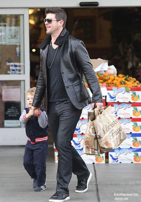 03/01/14: Robin Thicke aperçue avec son fils Julian en train de faire des courses au Bristol Farms à West Hollywood