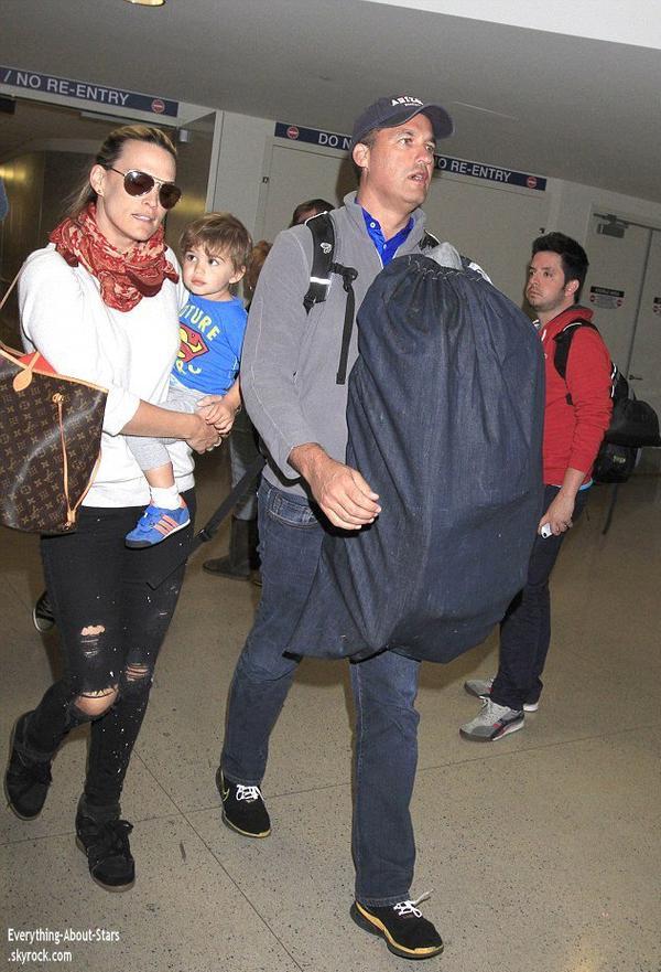 05/01/14: Molly Sims et sa famille ont été repérée à l'aéroport de LAX, après leur vacance au Bahamas