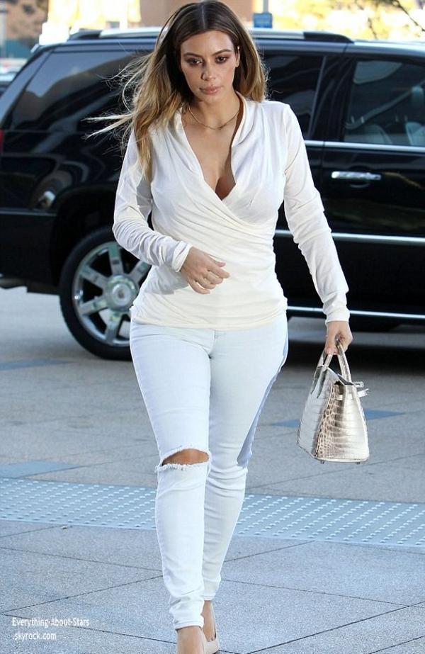 10/01/14: Kim Kardashian repérée dans les rues de West Hollywood pour une virée shopping